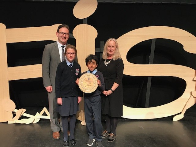 Dr. Annie Doona and Rónán Ó Muirthile with the FÍS Film Festival Film of the Year 2017 winners, Ardfert NS, Kerry.